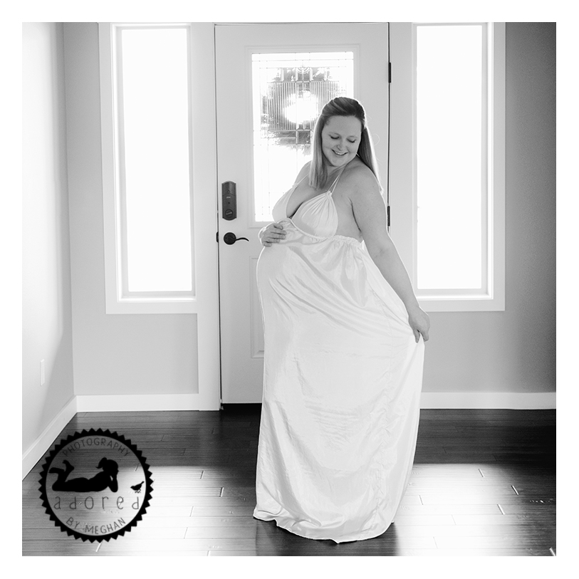 West Richland Maternity Photos Adored by Meghan Rickard Photography. In home lifestyle portraits
