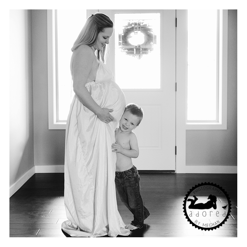 West Richland Maternity Photos Adored by Meghan Rickard Photography. In home lifestyle portraits with big brother