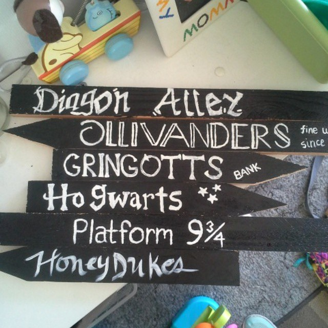 DIY directional sign for Harry Potter birthday party