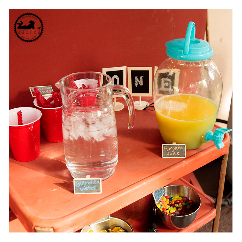 Harry Potter party food and drinks: gillyweed water and pumpkin juice