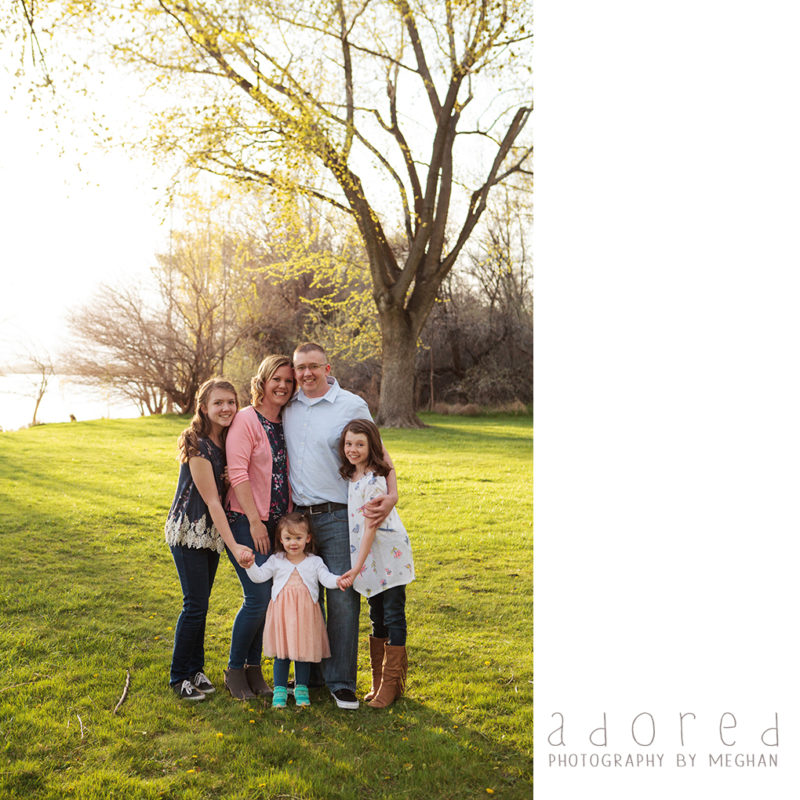 Family photo in Chiawana Park in Pasco WA by Adored by Meghan Photography